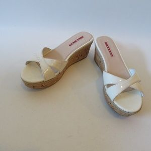 PRADA CREAM PATENT LEATHER CORK WEDGE SLIDES SZ 36